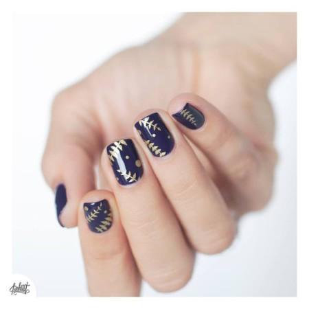 веточка на ногтях