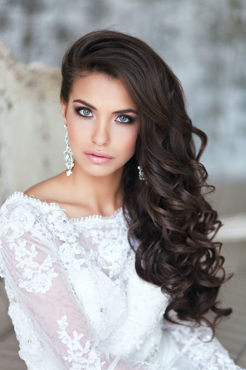 makijazh-na-svadbu-brjunetka