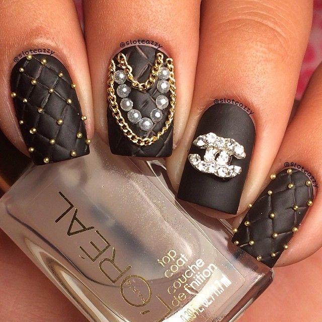 Дизайн ногтей шанель с камнями фото