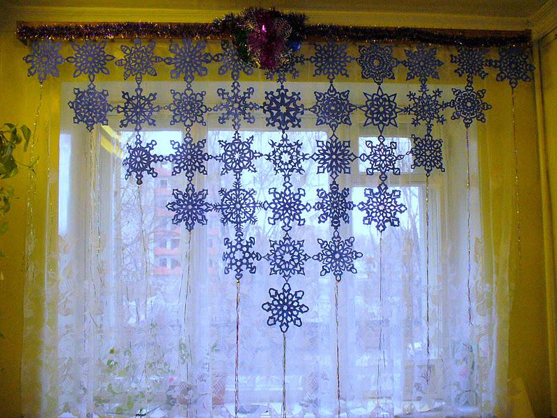 Новогодние вытынанки на шторах